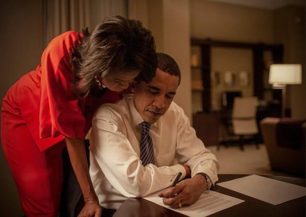 - photo 4 15679921205991576569053 - Những bức ảnh đời thường của vợ chồng Obama ngày xưa: Đôi giày rách gắn bó một thời với cựu Tổng thống Mỹ hóa ra có ý nghĩa đặc biệt