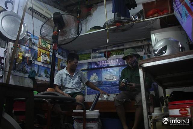 Sau vụ cháy Công ty Rạng Đông: Người bán nhà, kẻ đi ở tạm, hàng quán đóng cửa - Ảnh 5.