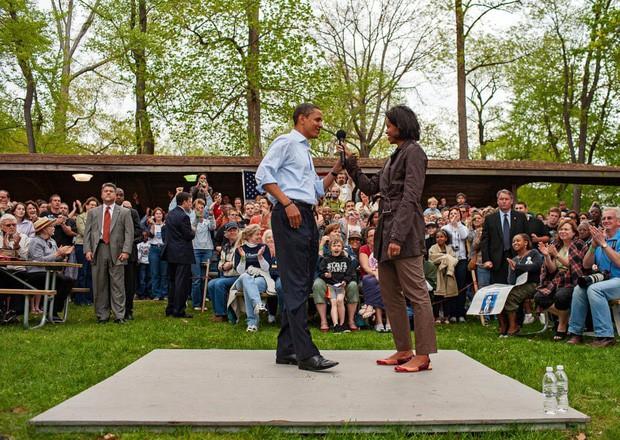 Những bức ảnh đời thường của vợ chồng Obama ngày xưa: Đôi giày rách gắn bó một thời với cựu Tổng thống Mỹ hóa ra có ý nghĩa đặc biệt - Ảnh 7.