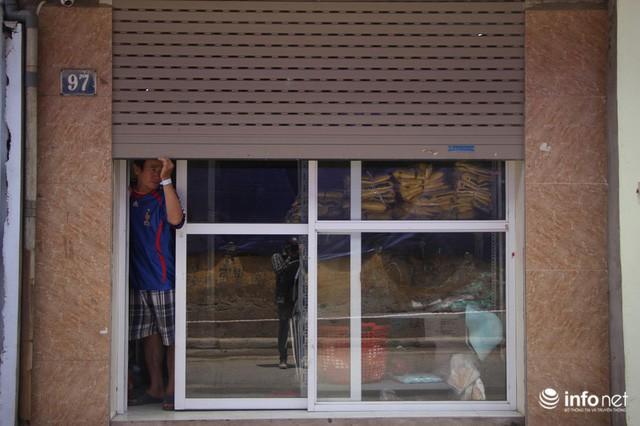 Sau vụ cháy Công ty Rạng Đông: Người bán nhà, kẻ đi ở tạm, hàng quán đóng cửa - Ảnh 8.