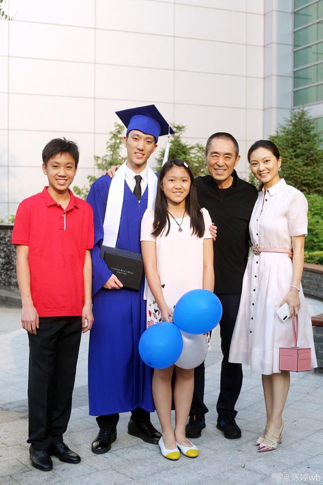 Trương Nghệ Mưu: Bỏ vợ khi thành danh, kết hôn với học trò kém 31 tuổi - Ảnh 9.