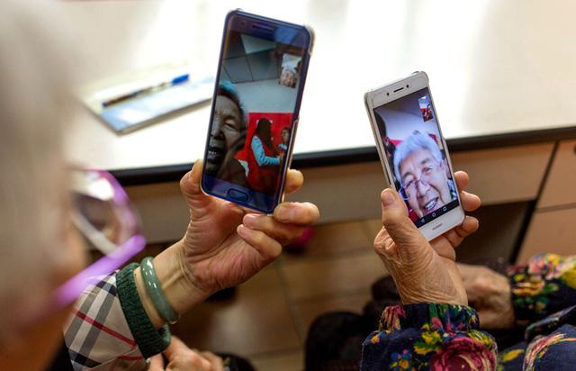 Người già Trung Quốc hồi xuân nhờ cách mạng 4.0: Từ WeChat đến Taobao đều chẳng ngán, thậm chí còn thành thạo hơn giới trẻ! - Ảnh 2.