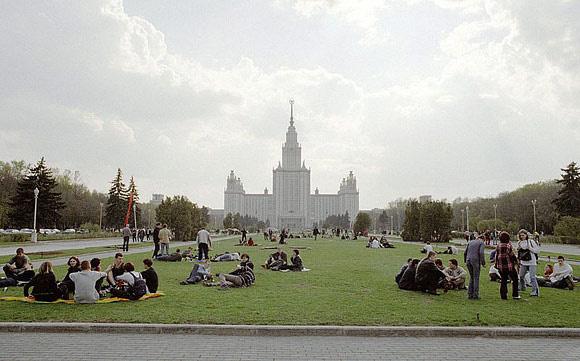 Đại học tinh hoa VinUni: Vẻ đẹp sánh ngang với ngôi trường Lomonosov của Nga, cùng sử dụng kiến trúc Gothic và đặt biểu tượng trên đỉnh tháp - Ảnh 6.