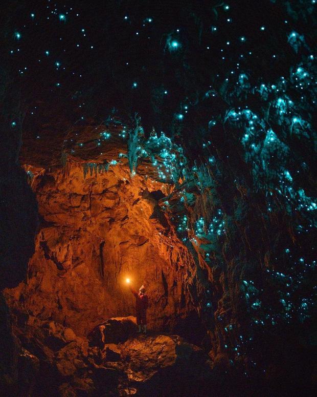 """Tận mắt chiêm ngưỡng """"dải ngân hà dưới lòng đất"""" có thật trên thế giới, tìm ra nguyên nhân các đốm sáng lung linh ai cũng bất ngờ - Ảnh 7."""