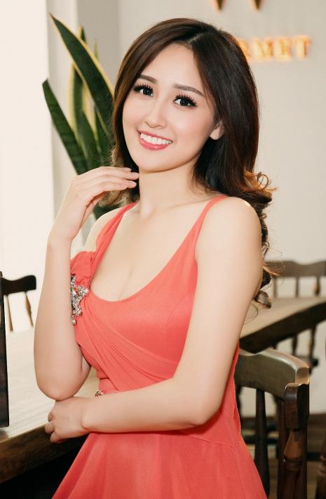 """Hoa hậu Mai Phương Thúy: """"Đầu tư chứng khoán chắc chắn không nghèo"""" - Ảnh 1."""
