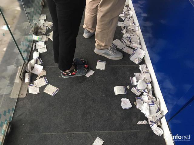 Tái diễn tình trạng ATM tê liệt, ngừng hoạt động... trong ngày cận Tết - Ảnh 7.
