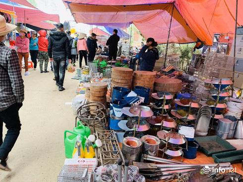 Chợ Nủa – phiên chợ đặc biệt ngày cuối năm ở Hà Nội chỉ dành cho đàn ông - Ảnh 3.
