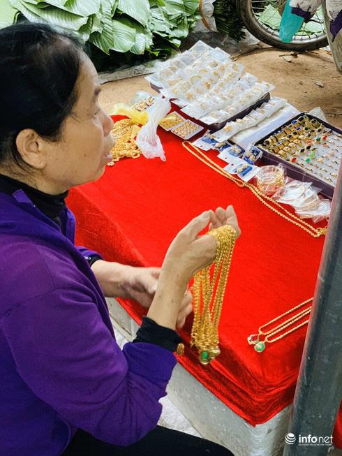 Chợ Nủa – phiên chợ đặc biệt ngày cuối năm ở Hà Nội chỉ dành cho đàn ông - Ảnh 21.