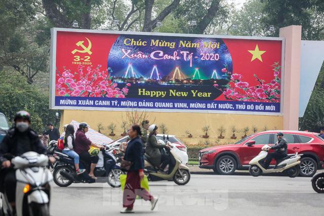 Đường phố Hà Nội trang hoàng đón Tết Canh Tý 2020  - Ảnh 6.