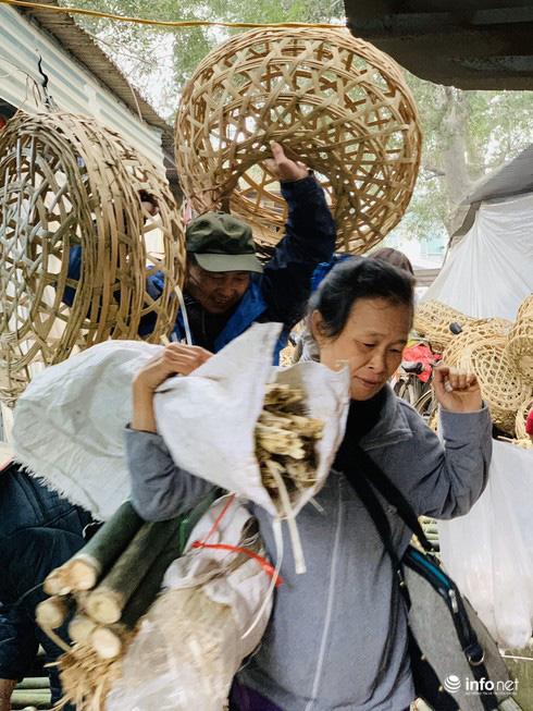 Chợ Nủa – phiên chợ đặc biệt ngày cuối năm ở Hà Nội chỉ dành cho đàn ông - Ảnh 6.