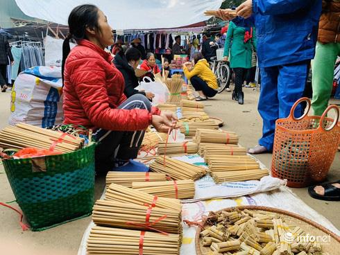 Chợ Nủa – phiên chợ đặc biệt ngày cuối năm ở Hà Nội chỉ dành cho đàn ông - Ảnh 8.