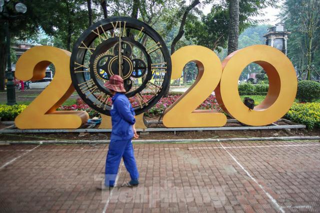 Đường phố Hà Nội trang hoàng đón Tết Canh Tý 2020  - Ảnh 9.