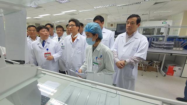 2 người Việt nghi ngờ viêm phổi Vũ Hán nhập viện tại Hà Nội - Ảnh 1.