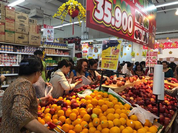 Chợ ế toàn tập, người bán trái cây, thịt heo khóc ròng - Ảnh 9.