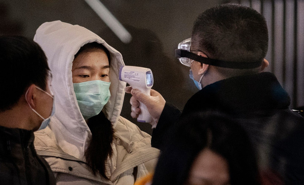 Tiết lộ bất ngờ về virus Vũ Hán: Ca nhiễm bệnh đầu tiên KHÔNG PHẢI đến từ chợ hải sản - Ảnh 2.