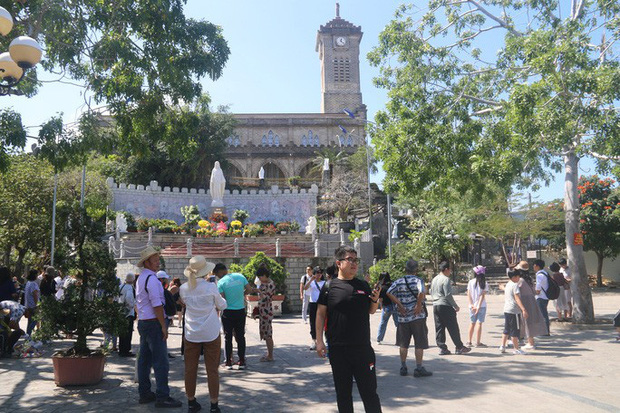 Khánh Hòa: Ngừng đón khách Trung Quốc vì virus corona Vũ Hán - Ảnh 3.