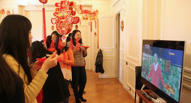 Tết của những người Trung Quốc xa xứ: Từ tổ chức Xuân Vãn ở xứ người đến các hoạt động Ăn Tết trực tuyến qua mạng Internet - Ảnh 2.