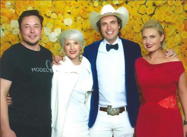 Mẹ của tỷ phú Elon Musk đã giúp con thành thiên tài nhờ cách nuôi dạy mà nhiều phụ huynh Việt còn ngần ngại: Đừng coi con là đứa trẻ không biết gì! - Ảnh 1.
