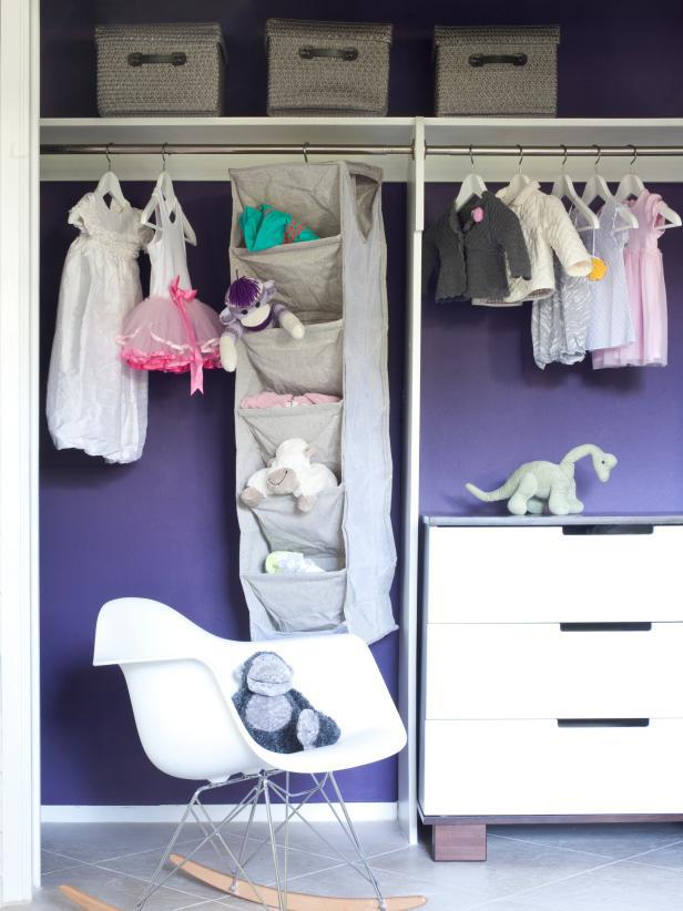 8 ý tưởng tiết kiệm khi bạn không có nơi nào để đặt hay mua một chiếc tủ quần áo - Ảnh 4.
