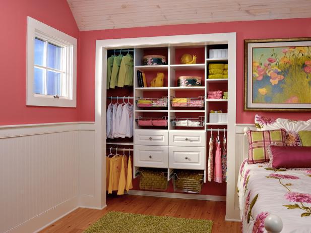 8 ý tưởng tiết kiệm khi bạn không có nơi nào để đặt hay mua một chiếc tủ quần áo - Ảnh 6.