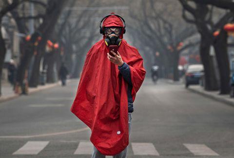 Hình ảnh đáng sợ về các thành phố ma ở Trung Quốc cho thấy quy mô chưa từng có của việc cách li 60 triệu dân vì virus corona - Ảnh 2.