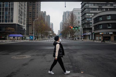 Hình ảnh đáng sợ về các thành phố ma ở Trung Quốc cho thấy quy mô chưa từng có của việc cách li 60 triệu dân vì virus corona - Ảnh 15.