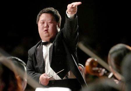 Chu Châu - Nhạc trưởng chỉ huy cả dàn nhạc nhưng có IQ chỉ bằng đứa trẻ 3 tuổi khiến thế giới ngỡ ngàng  - Ảnh 2.