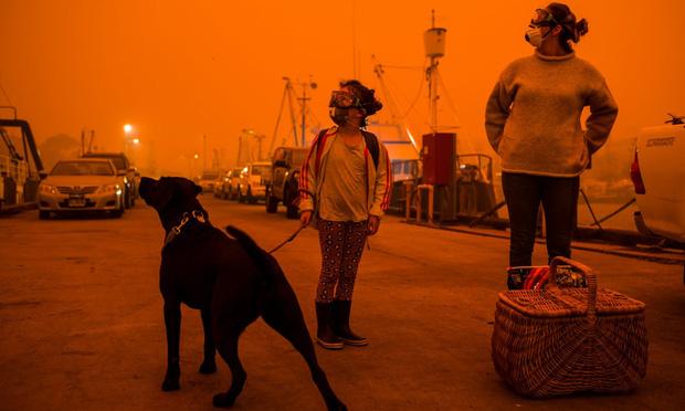 """Hành trình trốn chạy của gia đình Úc khỏi cháy rừng: Rời bỏ thị trấn """"Địa đàng"""", gói ghém đồ đạc lên xe và thuyền lang thang vô định - Ảnh 4."""