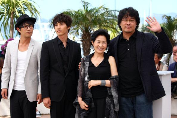 Góc khuất sau hào quang của đạo diễn Ký Sinh Trùng Bong Joon Ho: Từ tai bay vạ gió quấy rối tình dục cùng Won Bin cho tới người đàn ông vàng của điện ảnh Hàn Quốc - Ảnh 11.