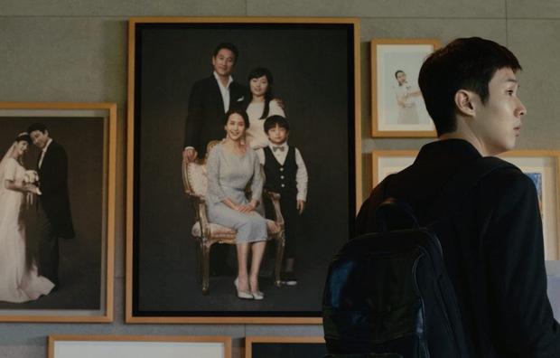 """Bong Joon Ho: """"Đằng sau vẻ hào nhoáng của Hàn Quốc là những người trẻ chìm trong tuyệt vọng"""" - Ảnh 9."""