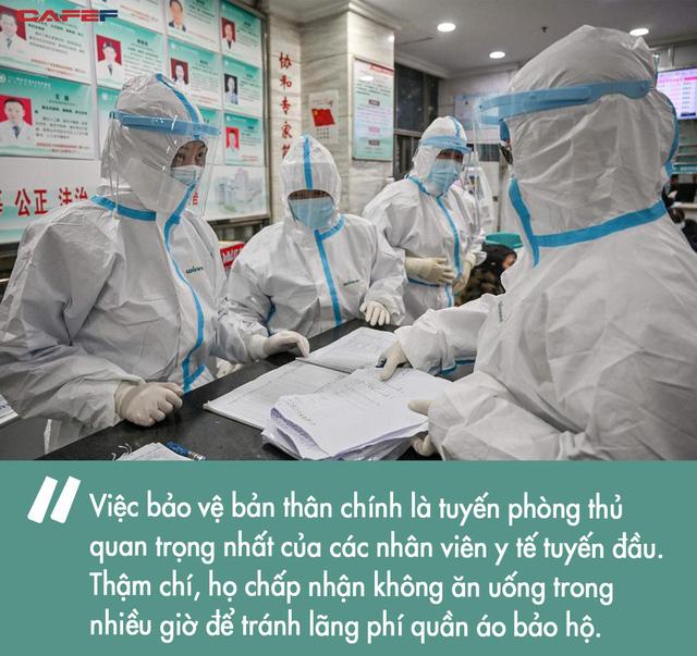 Sụt 2kg ngay hôm đầu đến Vũ Hán làm việc, các bác sĩ tuyến đầu chống virus corona vẫn lạc quan: Khi dịch bệnh qua đi, chắc chắn sẽ thử đồ ăn ở Vũ Hán - Ảnh 2.