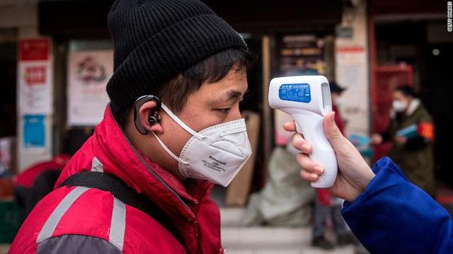 Trung Quốc lần đầu tiên phải nhập khẩu trang, Foxconn phải tự cứu mình, coronavirus đang xáo trộn chuỗi cung ứng khẩu trang toàn thế giới - Ảnh 2.
