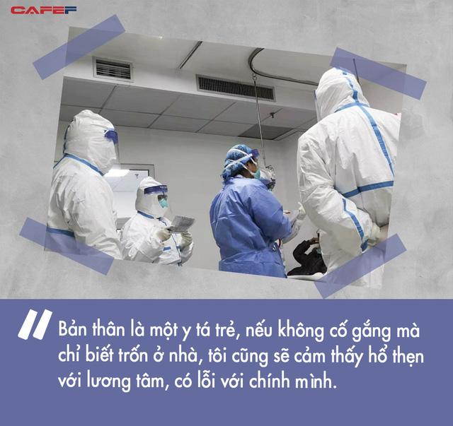 10 ngày chiến đấu sống còn với virus corona của nữ y tá giữa tâm dịch Vũ Hán: Làm quần quật 8 tiếng không kịp ăn bữa cơm, đau đớn nhìn từng đồng nghiệp gục ngã - Ảnh 3.