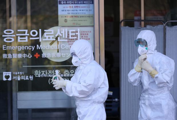 Nóng: Đã có 82 người nhiễm virus corona tại Hàn Quốc, 23 trường hợp do bệnh nhân siêu lây nhiễm gây ra - Ảnh 1.