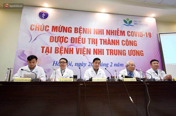 Chùm ảnh: Hành trình 9 ngày điều trị thành công cho bệnh nhi nhỏ tuổi nhất Việt Nam nhiễm COVID-19 - Ảnh 6.