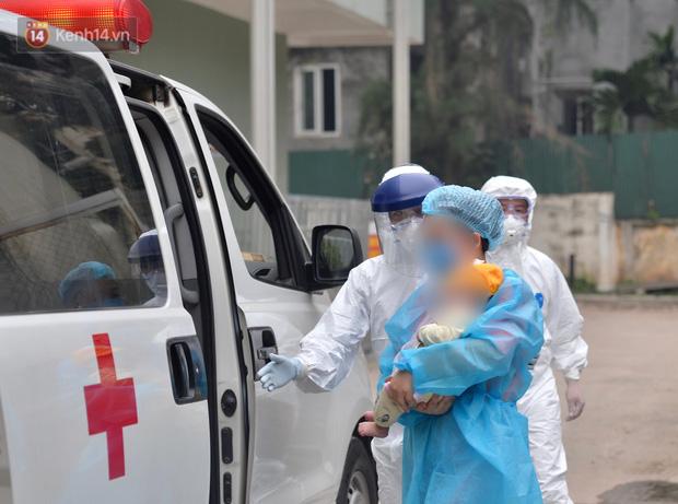 Chùm ảnh: Hành trình 9 ngày điều trị thành công cho bệnh nhi nhỏ tuổi nhất Việt Nam nhiễm COVID-19 - Ảnh 10.