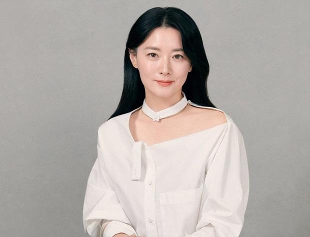 Dàn sao Hàn chung tay giữa tâm bão virus COVID-19: Park Seo Joon, Lee Young Ae cứu trợ tiền tỷ, Hyun Bin gửi tâm thư xúc động - Ảnh 2.