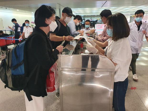 TP.HCM: Cách ly 3 du khách Hàn Quốc đến từ vùng dịch Daegu, 1 người có biểu hiện ho - Ảnh 1.