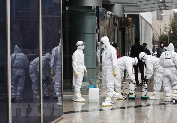 Hàn Quốc có ca tử vong thứ 10, số người nhiễm COVID-19 tăng lên 977 - Ảnh 1.
