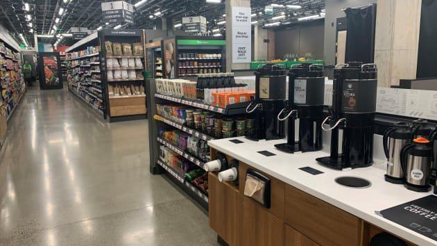 Bên trong cửa hàng thực phẩm không thu ngân đầu tiên của Amazon - Ảnh 4.