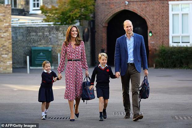 Trường học của 2 con Công nương Kate và Hoàng tử William nghi nhiễm virus corona, 4 học sinh bị cách ly - Ảnh 1.