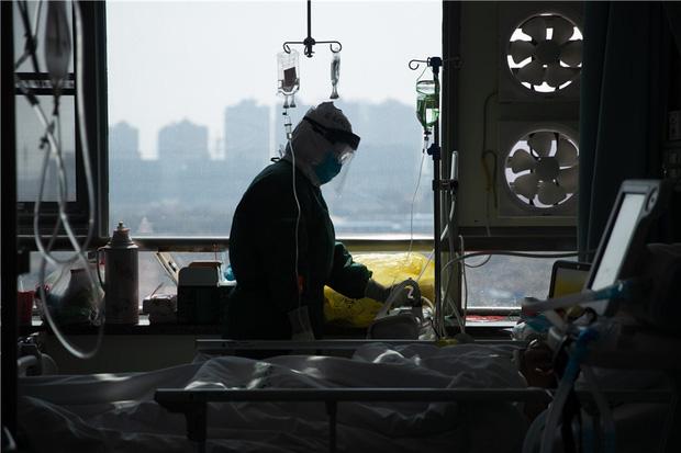 """""""Muốn khóc 100 lần mỗi ngày"""": Nỗi hoang mang và cô độc ít ai hiểu của những thai phụ Trung Quốc thời dịch virus corona - Ảnh 3."""