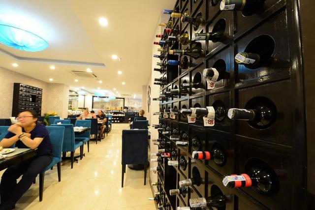Cận cảnh khách sạn cho nhân viên nghỉ việc 4 tháng, trợ cấp 1,5 triệu đồng/người/tháng, lương sếp cũng như nhân viên vì Covid-19 - Ảnh 6.