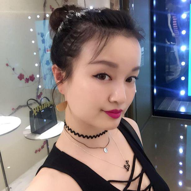 Xót xa cô gái trở về Vũ Hán thăm mẹ mắc bệnh ung thư rồi bị chẩn đoán nhiễm virus corona cùng bố, gia đình mỗi người một nơi trong bệnh viện - Ảnh 2.