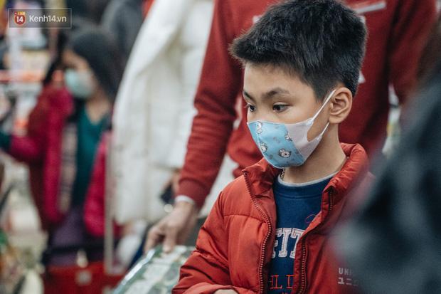 Học sinh được nghỉ 1 tuần phòng dịch virus Corona, phụ huynh phân công: Lương ai thấp hơn thì ở nhà trông con - Ảnh 2.
