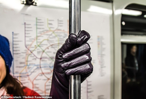 Bác sĩ chỉ ra 8 lỗi sai phổ biến với bàn tay làm tăng nguy cơ lây nhiễm virus Corona - Ảnh 4.