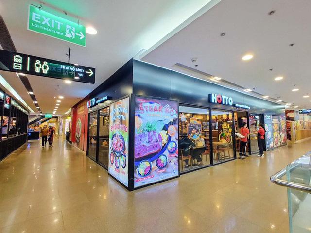 Hàng loạt trung tâm thương mại vắng vẻ trong mùa dịch corona - Ảnh 2.