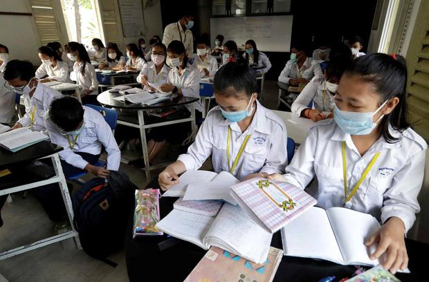Chính thức: Toàn bộ 63 tỉnh thành cho học sinh nghỉ học phòng dịch virus Corona, nhiều nơi chưa có lịch đi học lại - Ảnh 1.