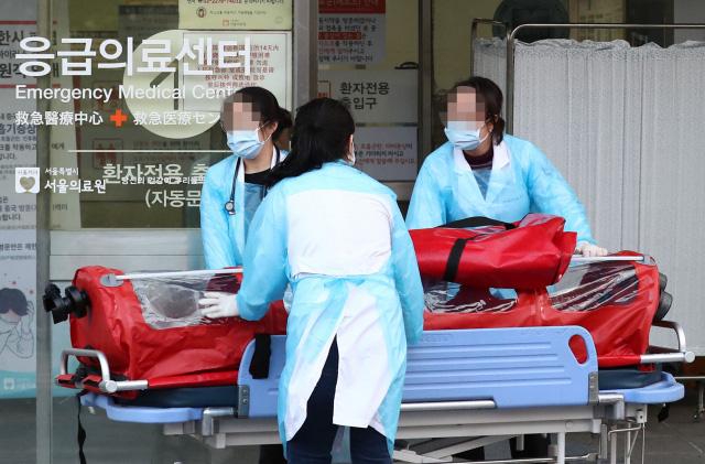 Bệnh nhân nhiễm virus đầu tiên của Hàn Quốc chữa trị gần 1 tháng vẫn chưa khỏi bệnh gửi thư cho đội ngũ y tế từ trong phòng cách ly - Ảnh 3.