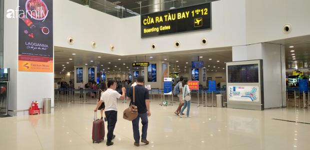 Một nhân viên vệ sinh sân bay Nội Bài bị điều tra chiếc đồng hồ nghi lấy của khách - Ảnh 1.
